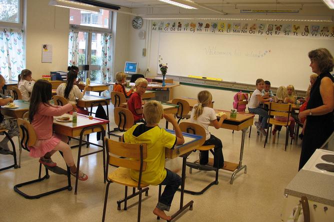 Дети в средней школе в Швеции