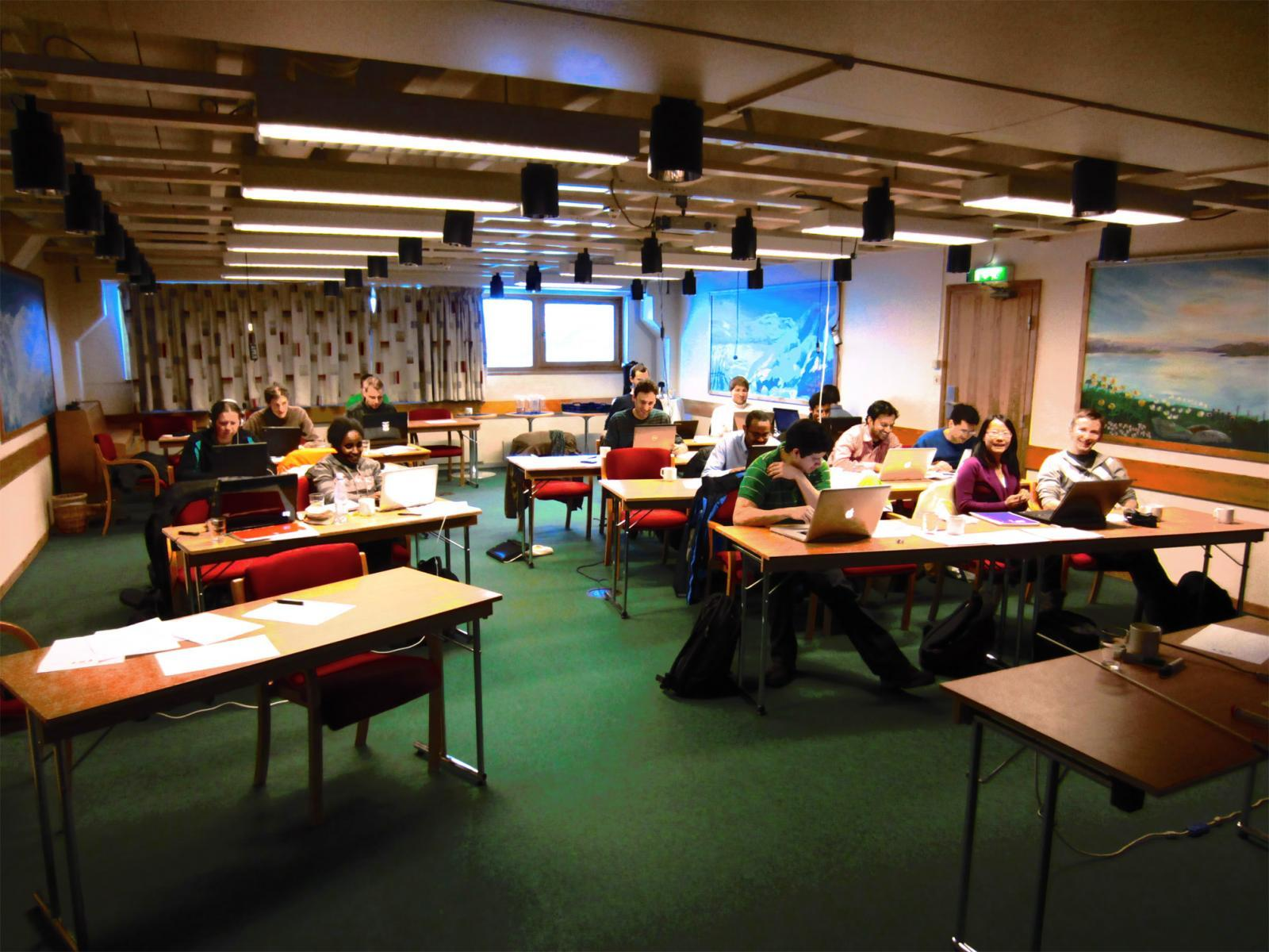 Студенты шведского вуза на лекции