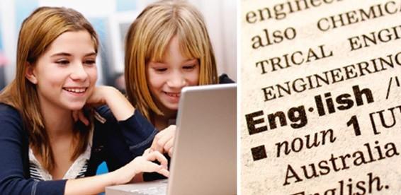 Дети обучаются английскому у компьютера