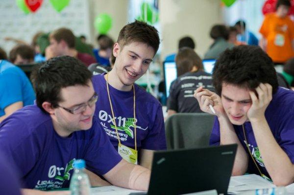 Студенты-программисты обучаются
