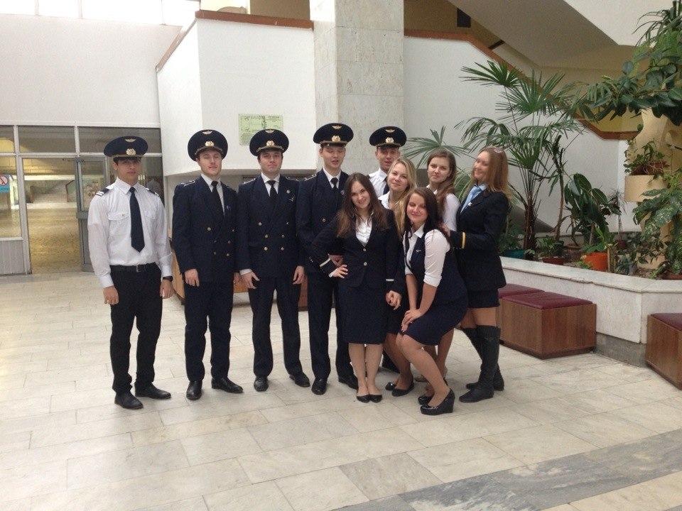 Студенты авиационного вуза