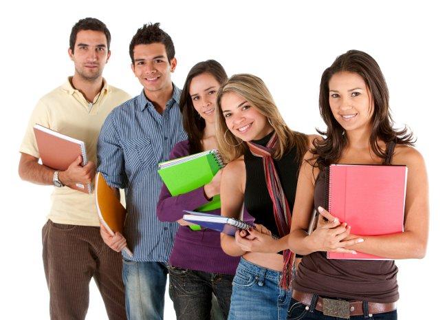 Группа студентов с книгами в руках