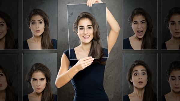 Фотографии лица девушки, выражающего разные эмоции