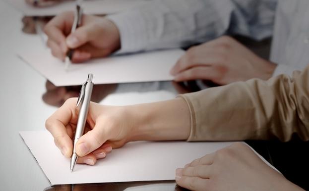 Учащиеся пишут конпект