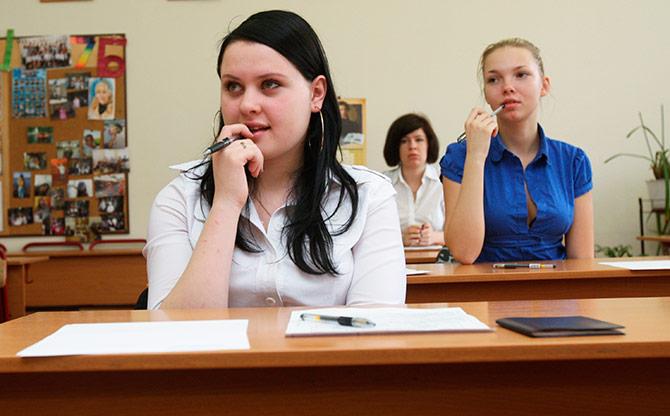 Ученицы пытаются понять тему урока
