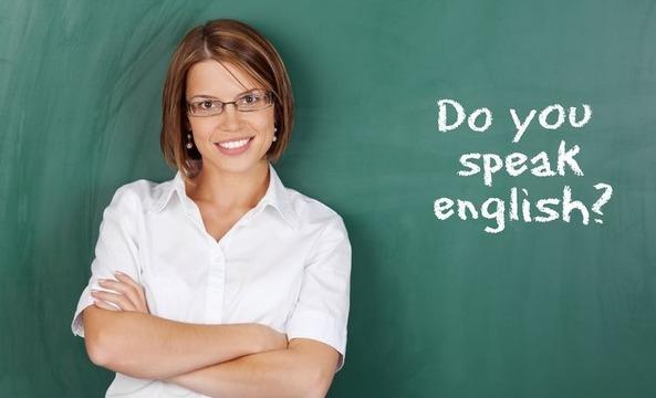 Учитель английского языка у доски