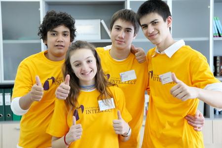 Группа школьников на тематической олимпиаде
