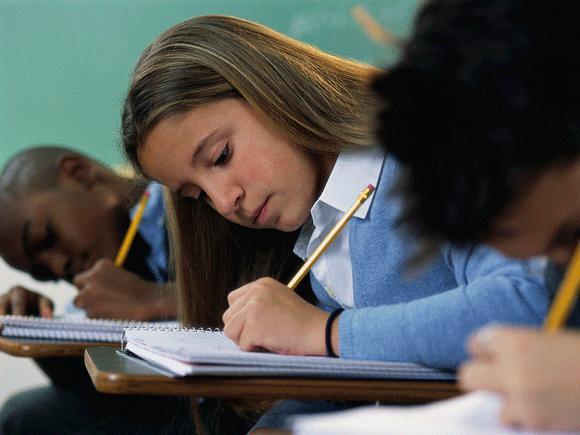 Ученики на уроке в школе