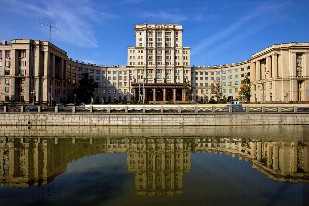 Здание МГТУ Москва