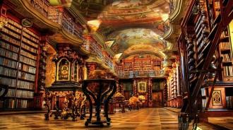 Зал старинной библиотеки