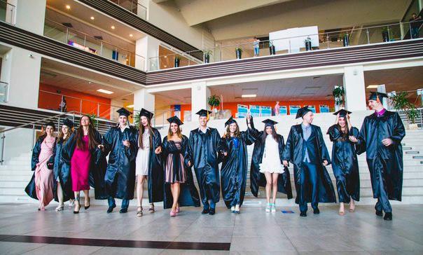 Студенты, получившие степень магистра