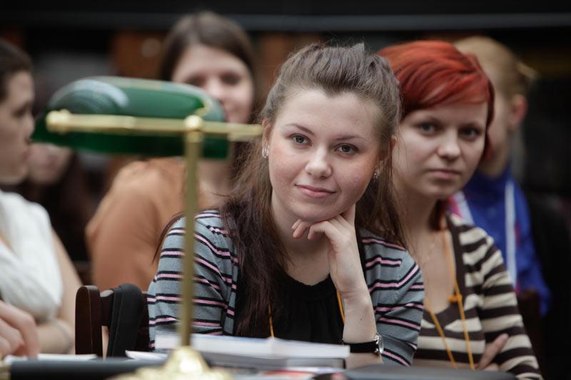 Студенты на лекции по истории искусств
