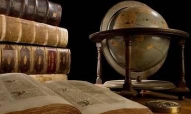 Книги и глобус