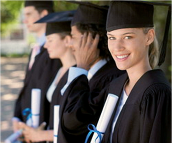 Фото: Выпускники университета на вручении дипломов