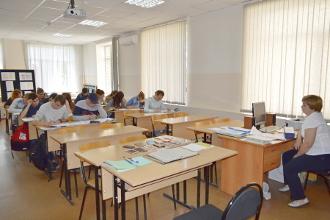 Студенты пишут экзамен
