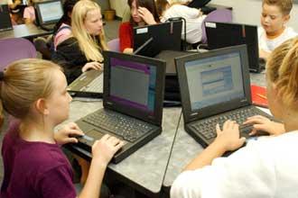 Канадские школьники за компьютерами