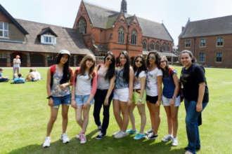 Ученики языковых школ в Англии