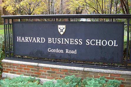 Табличка Гарвардской бизнес-школы