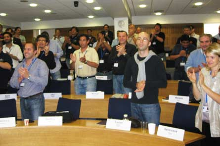 Ученики аплодируют после занятий