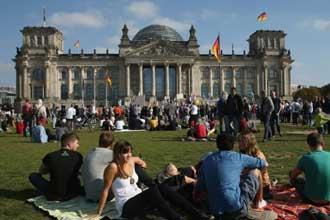 Студенты возле вуза Германии