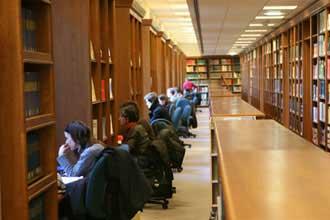 В библиотеке в итальянском вузе
