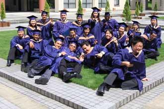Групповое фото выпускников вуза